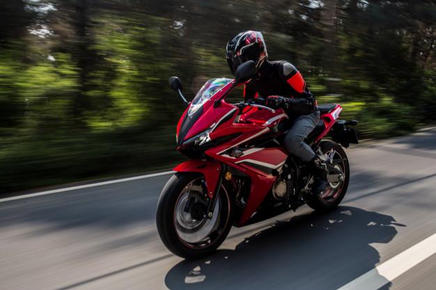 O que você deve saber antes de escolher uma motocicleta em vez de um carro