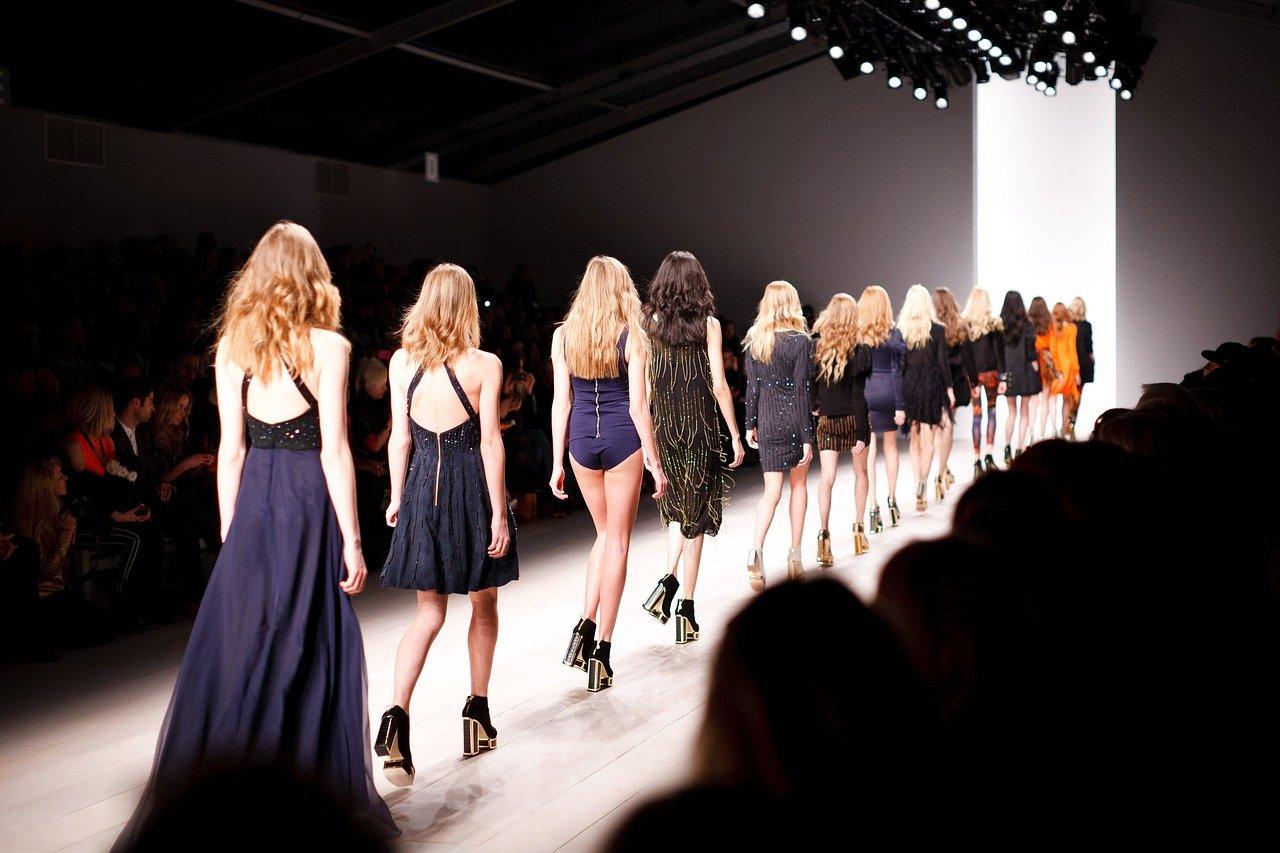 """Conheça a história do """"fashion picasso"""" e como a Balenciaga se tornou o que é hoje"""
